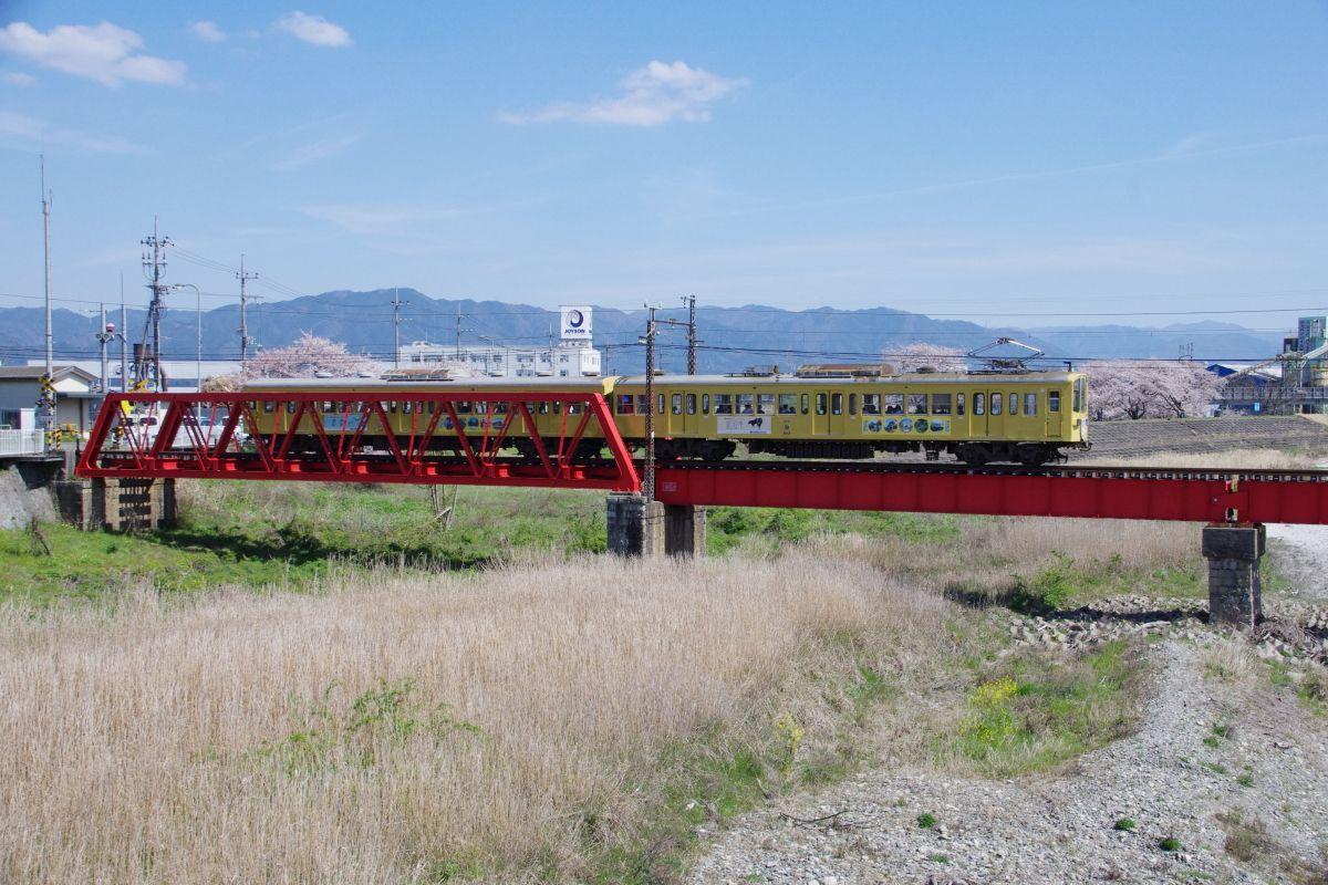 滋賀県最古の私鉄「近江鉄道(ガチャコン)」