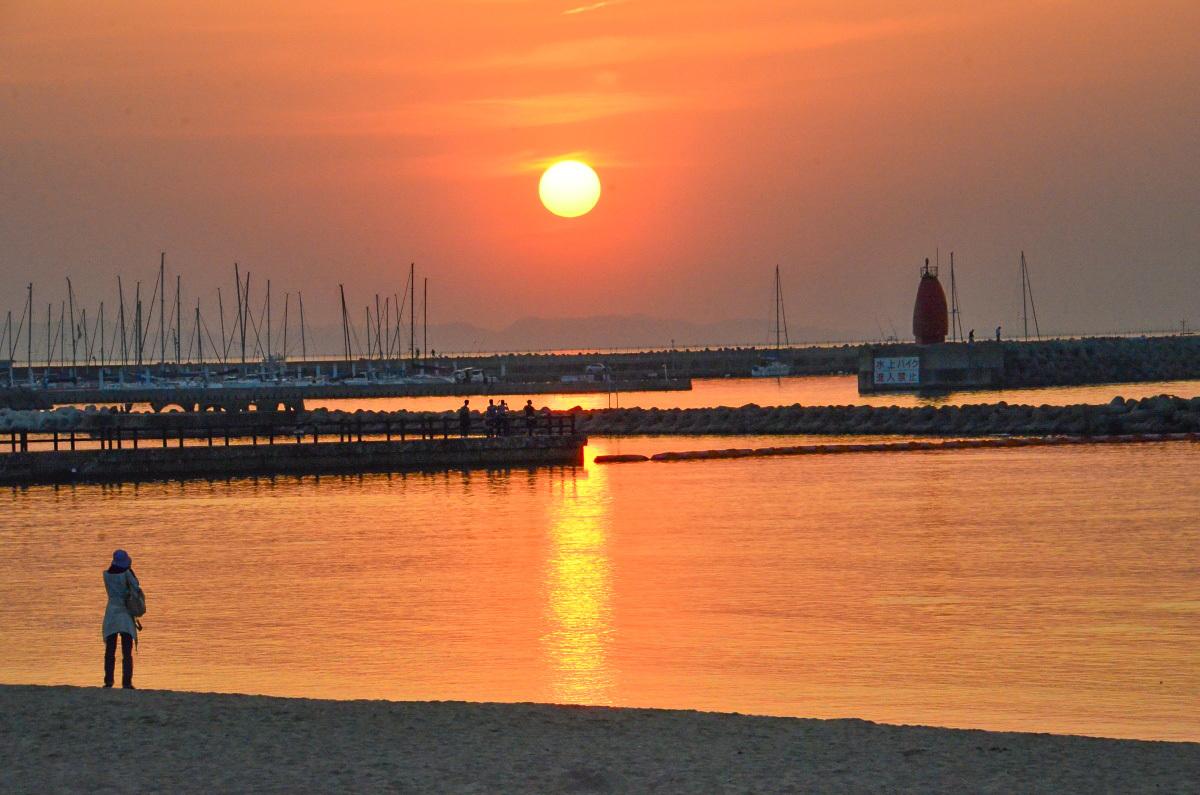 せんなん里海公園の夕陽は「日本の夕陽百選」