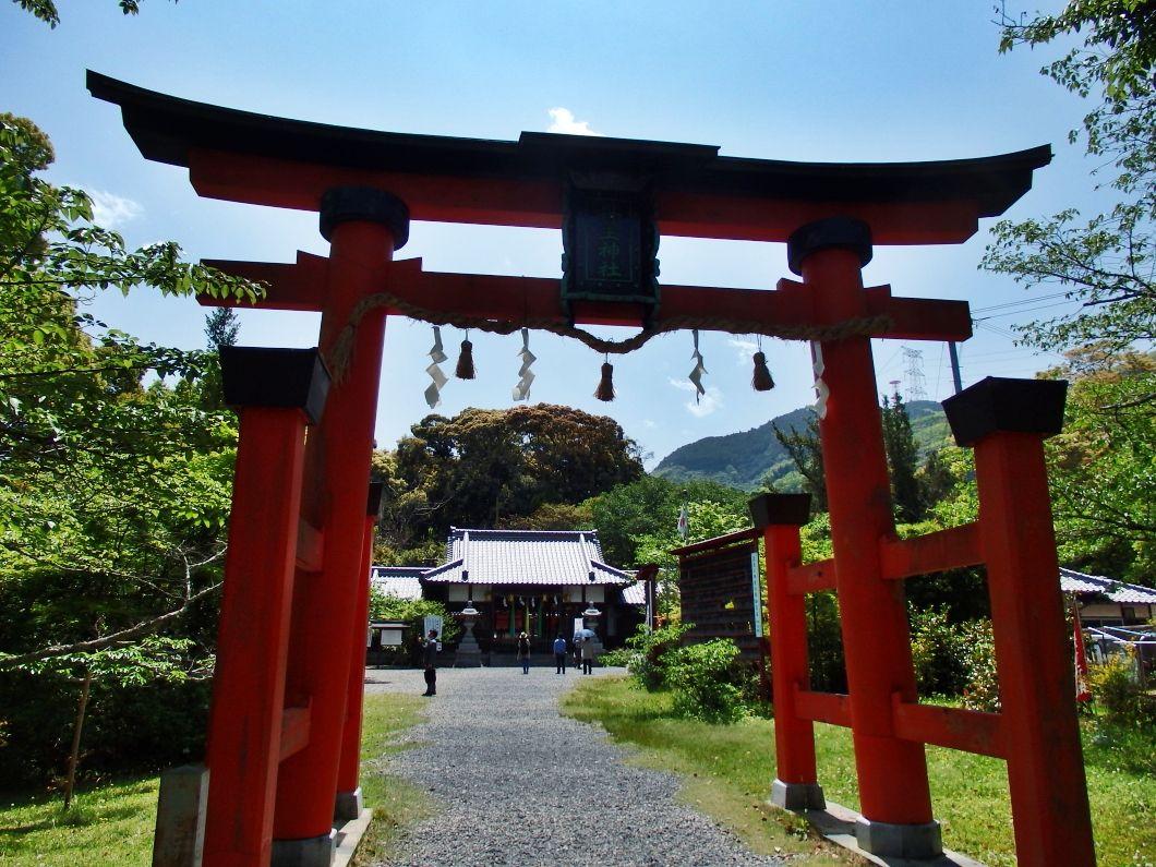 弘法大師を高野山へ導いた「丹生官省符神社」の高野御子大神