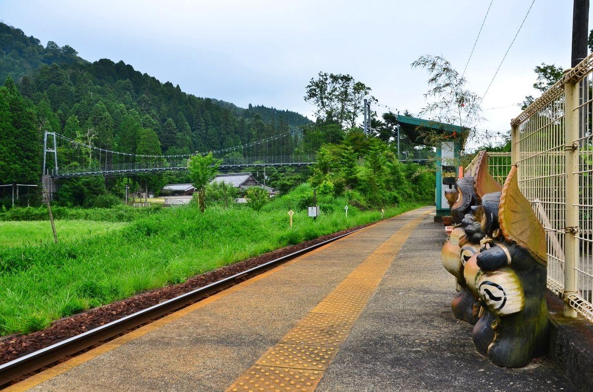 玉桂寺へは「保良の吊橋」を渡って行こう
