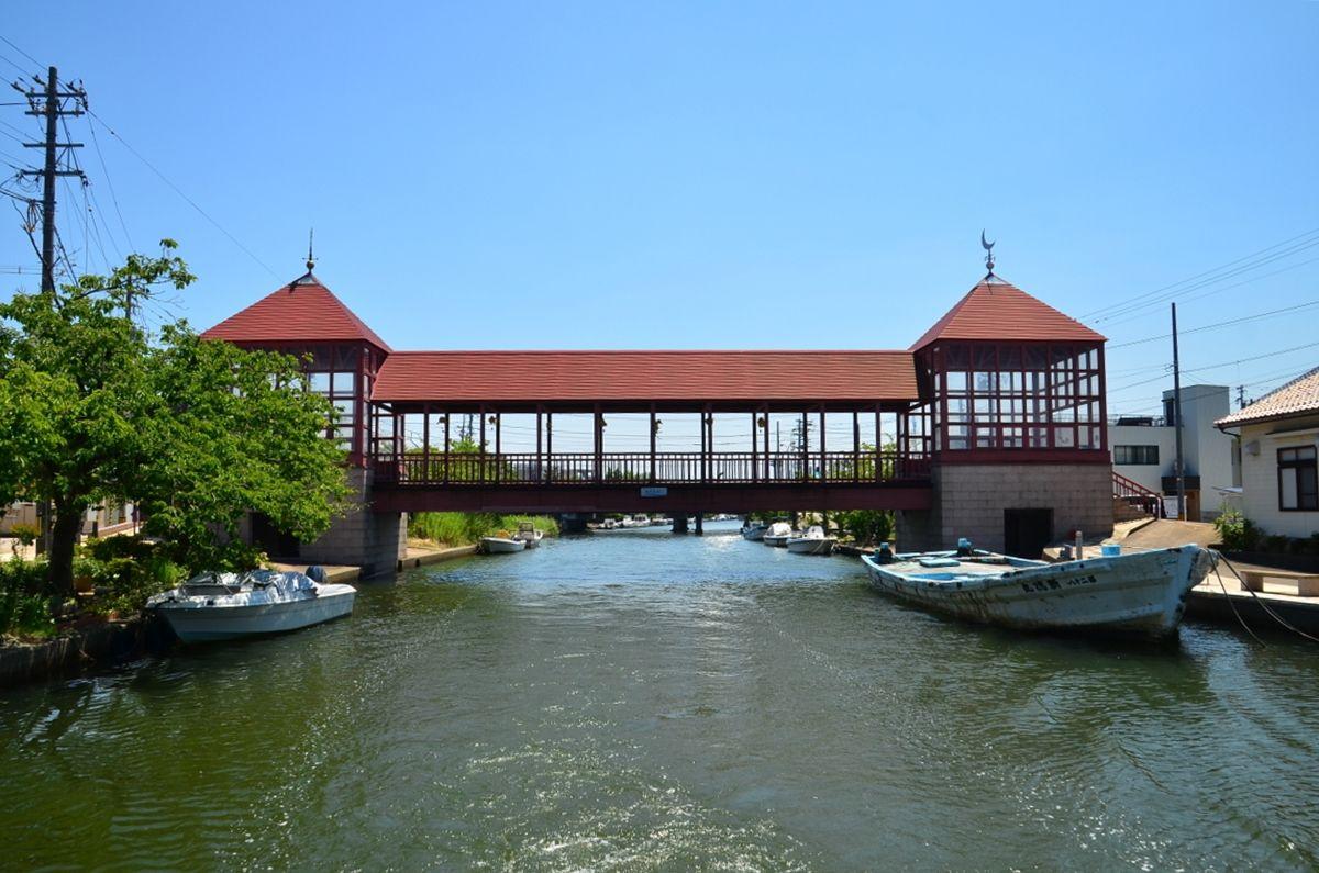 船の天井までギリギリ「橋の通過」はスリル感たっぷり