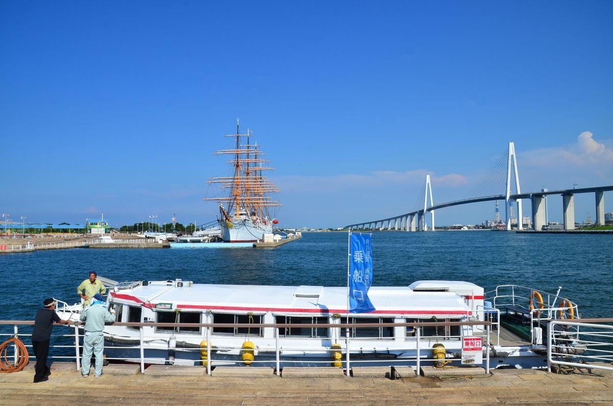 新湊観光船の乗船口は「海王丸パーク」から