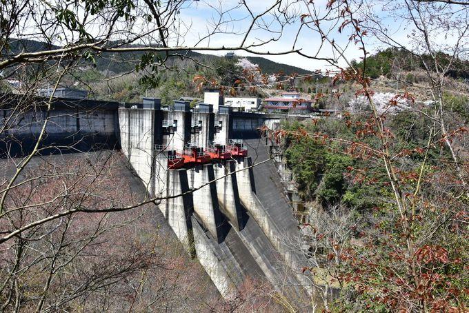 深谷龍鎮渓谷へのアクセスは「室生ダム」駐車場の利用が便利