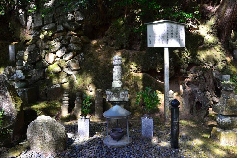 明智光秀の首塚がある「盛林寺」