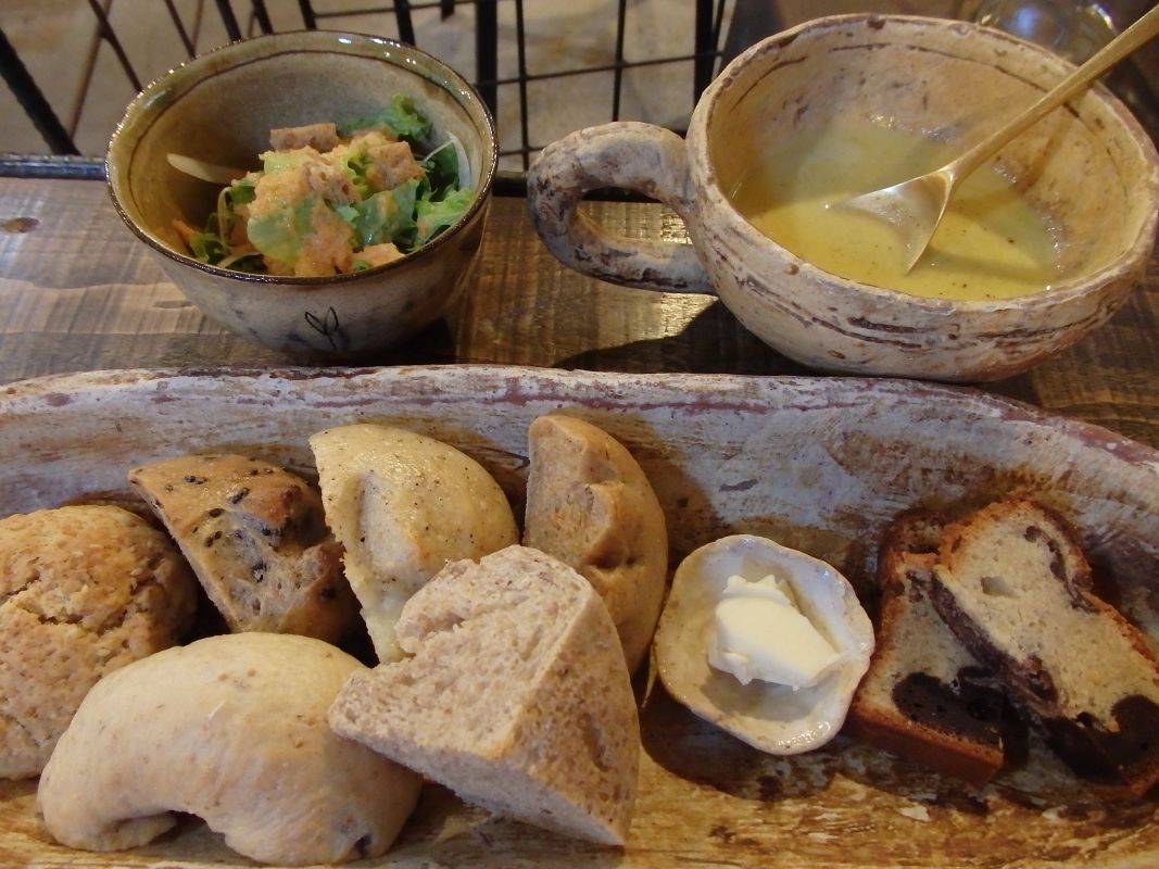 自家製天然酵母パンの店「樸木」でランチやデザートを