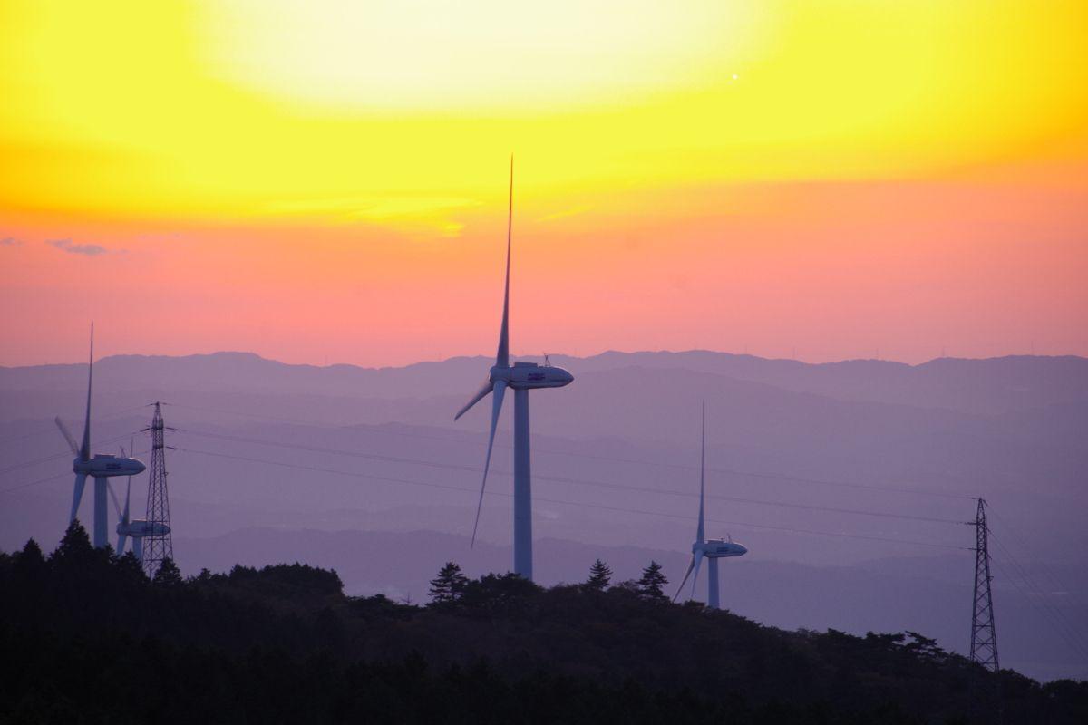 三重「青山高原」で風車とススキと美しい夕日を満喫しよう!