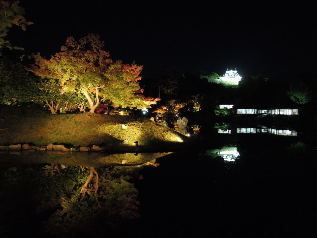 """""""錦秋の玄宮園ライトアップ""""で幻想空間を体験しよう"""