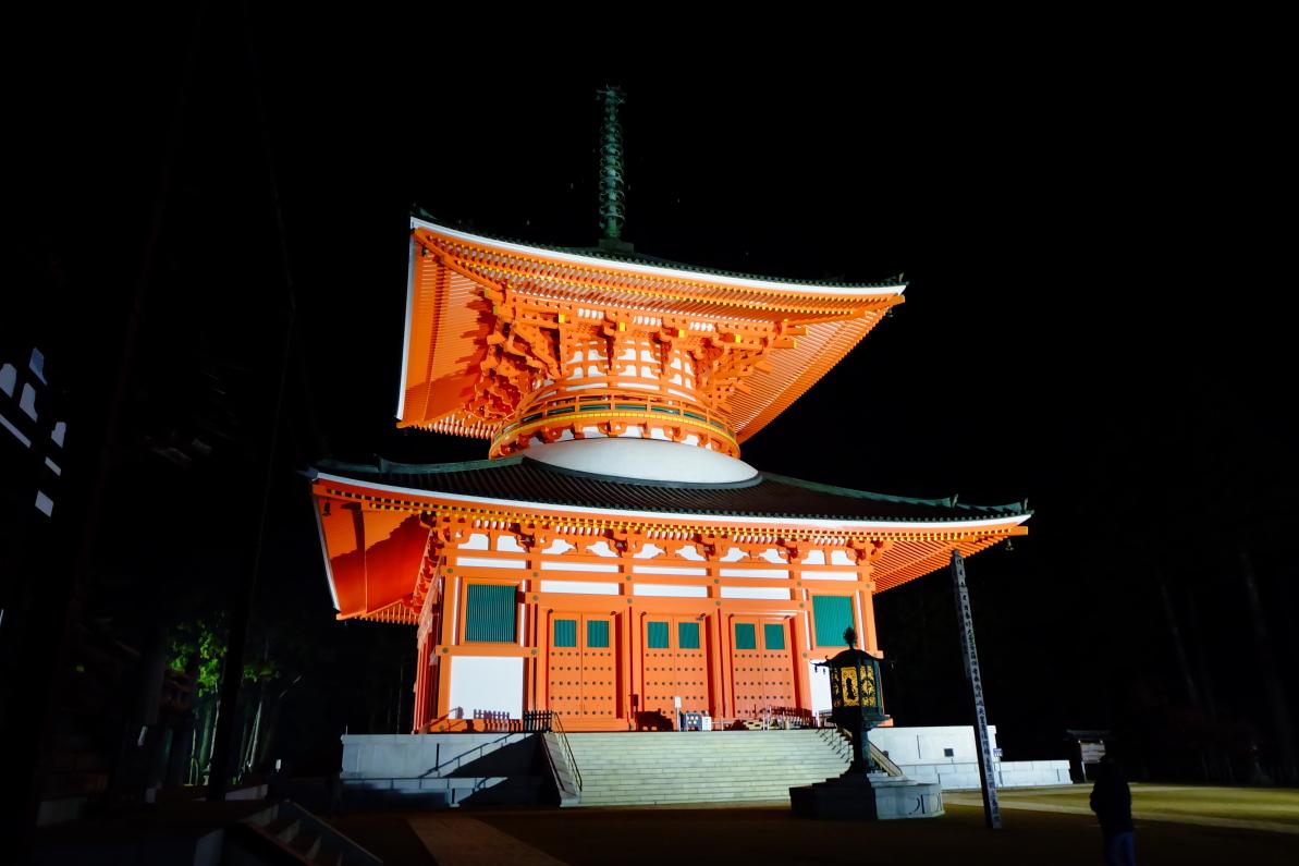 和歌山・高野山「壇上伽藍ナイトウォーク」で幻想空間を満喫!