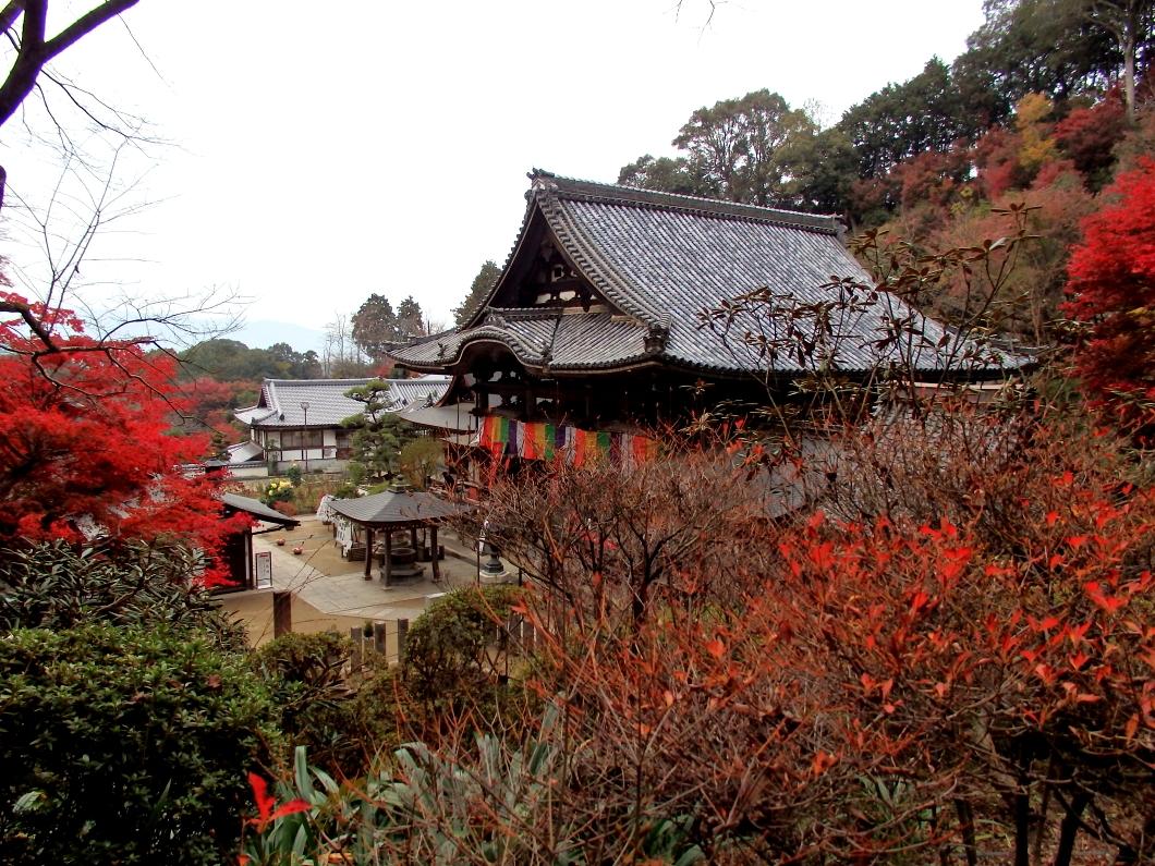 義淵僧正の廟所は南北朝時代の「宝篋印塔」