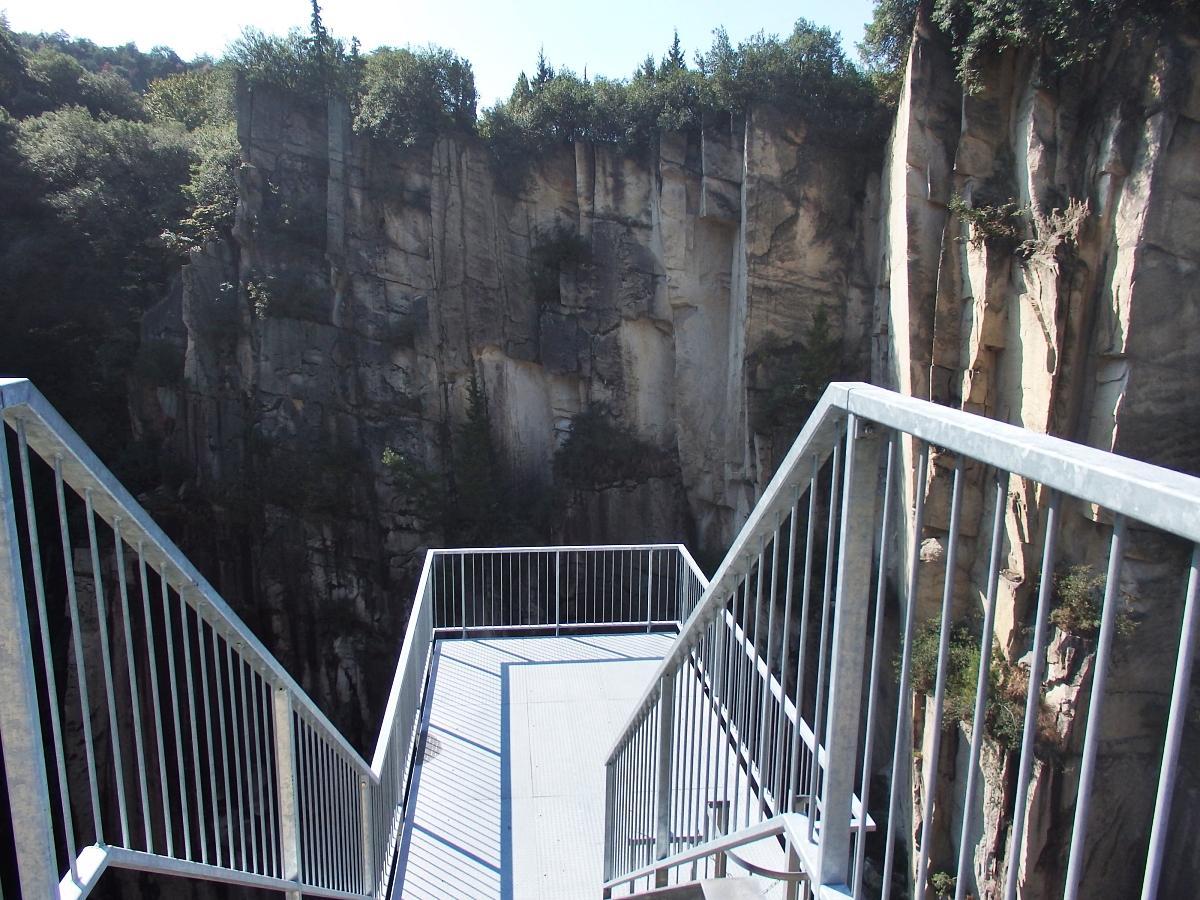 12:00〜13:00:ぜひ訪れたい「石切りの渓谷展望台」