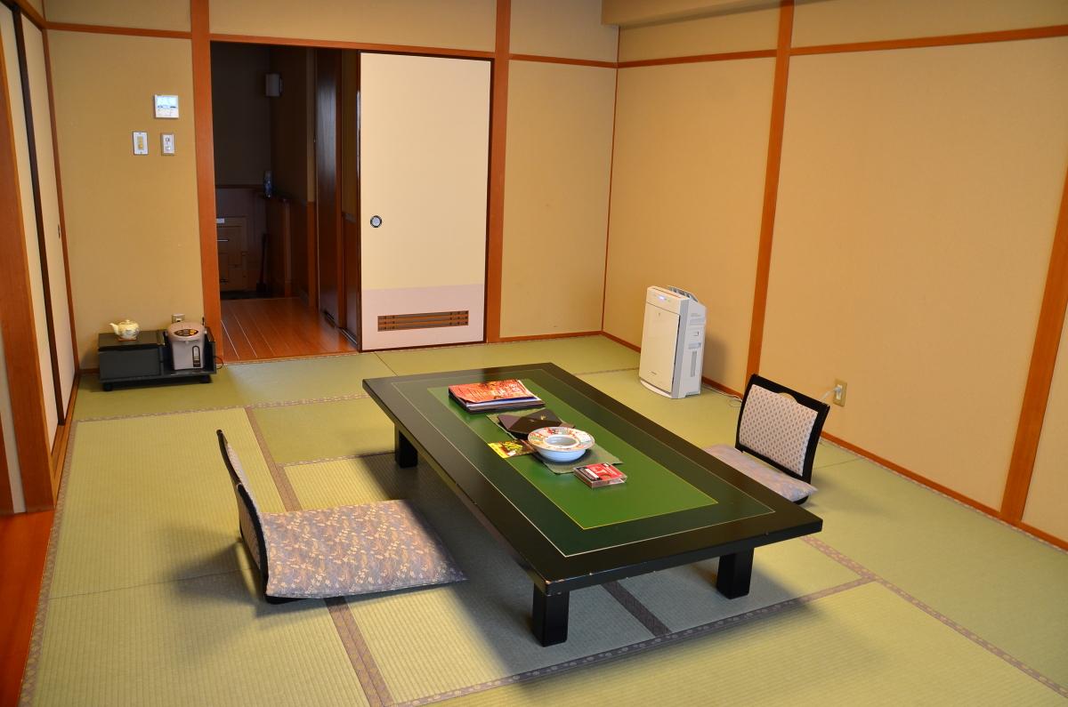 お部屋は広縁のついた「和室」が基本