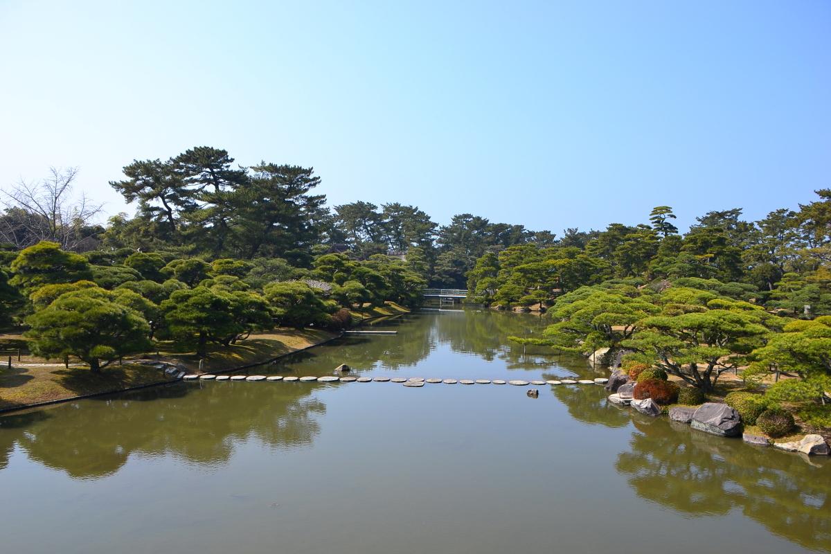 京極家の先祖の地・近江をしのんで作られた「中津万象園」