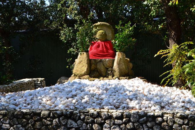 中津万象園のパワースポット「石投げ地蔵尊」の不思議とは
