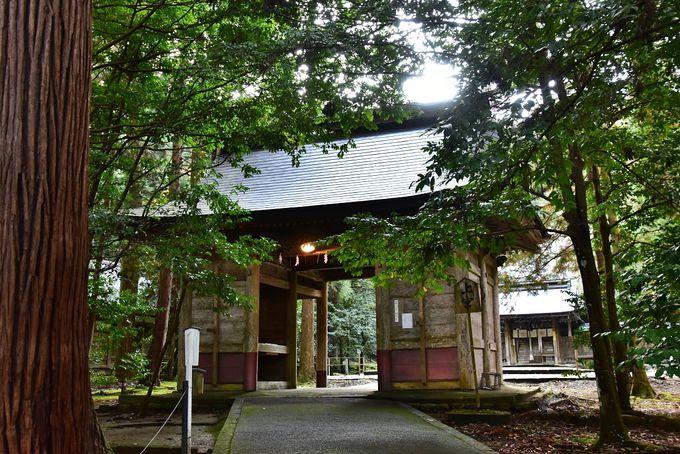 若狭彦神社は、畳・敷物業の神様