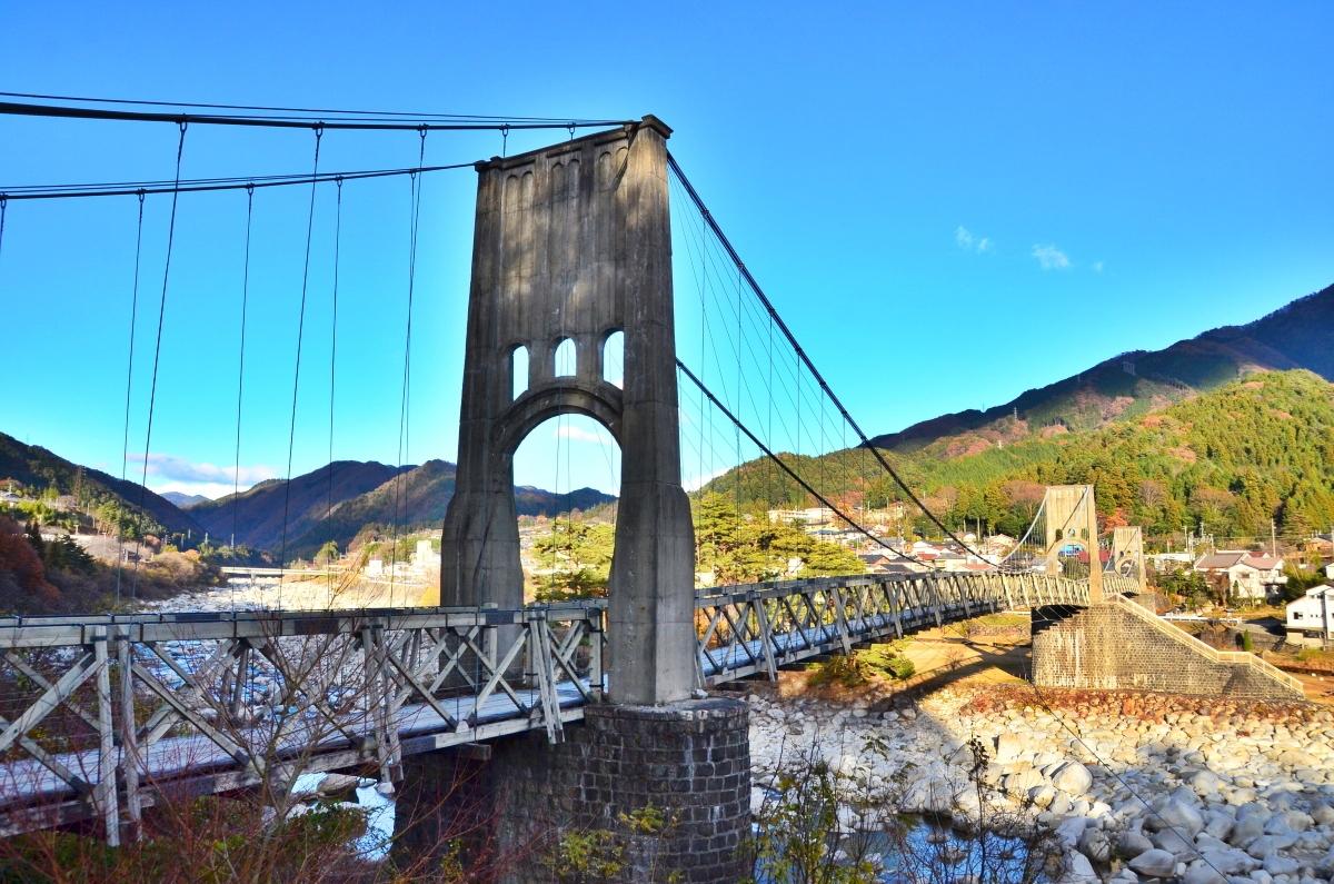 """長野・南木曽町「桃介橋」は""""電力王""""が架けた木製の大吊り橋"""