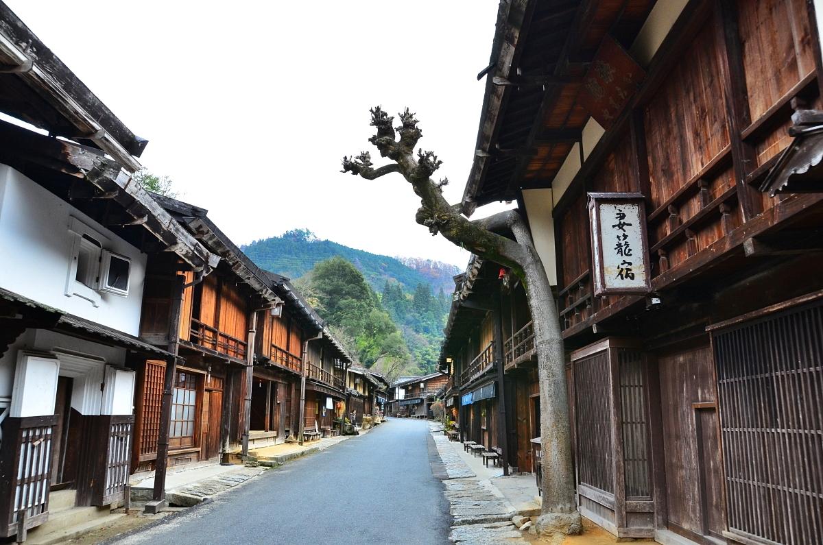 """「妻籠宿」は日本で初めての""""重要伝統的建造物群保存地区"""""""