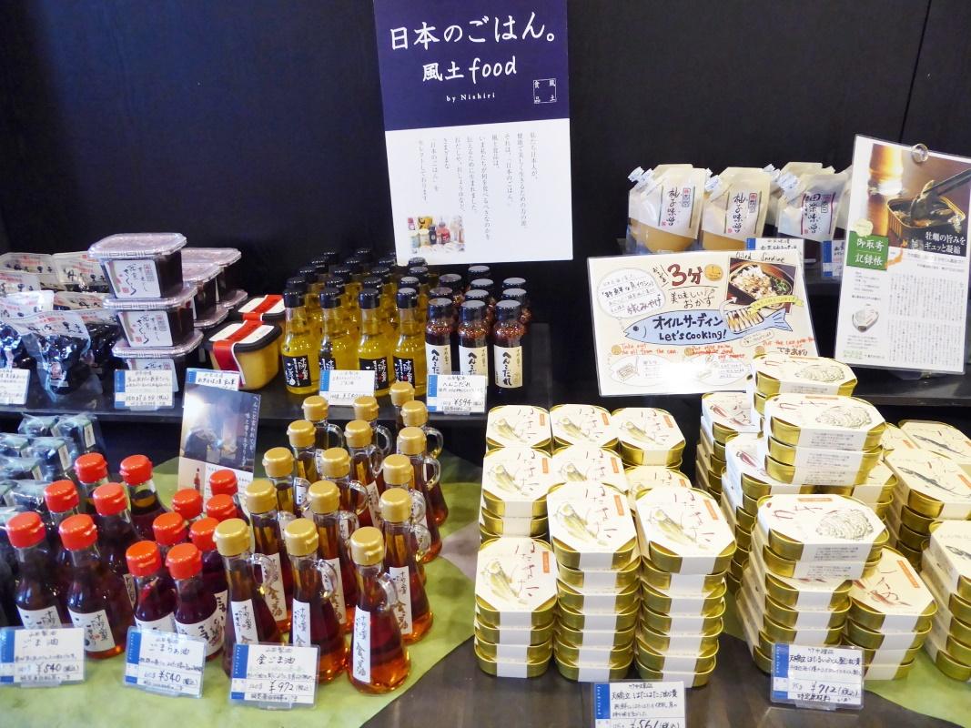 お酒コーナーでは、京都を代表する酒造のお酒も