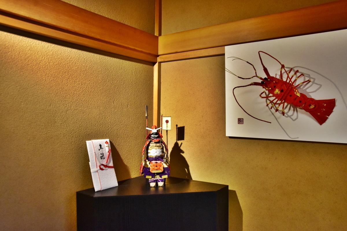 金沢にゆかりのある部屋のハマモノ「金蒔絵踊子像」