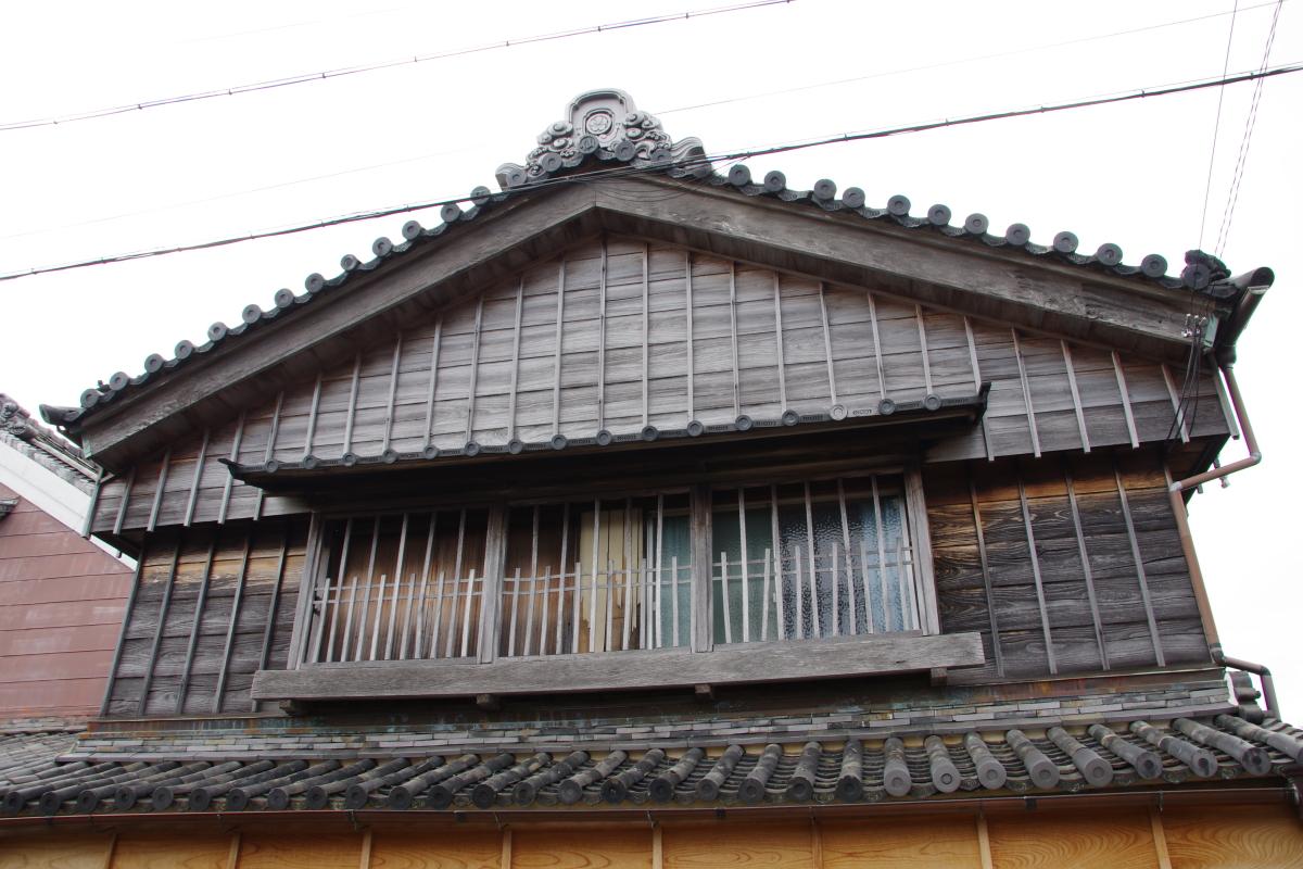 河崎ウォッチングで意匠を凝らした屋根や隅蓋を見てみよう