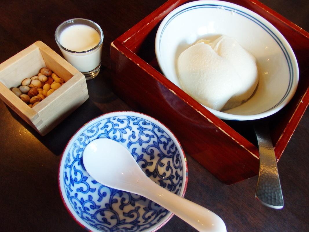 とうふ専門レストラン「町家とうふ萬来」で絶品の豆腐料理を