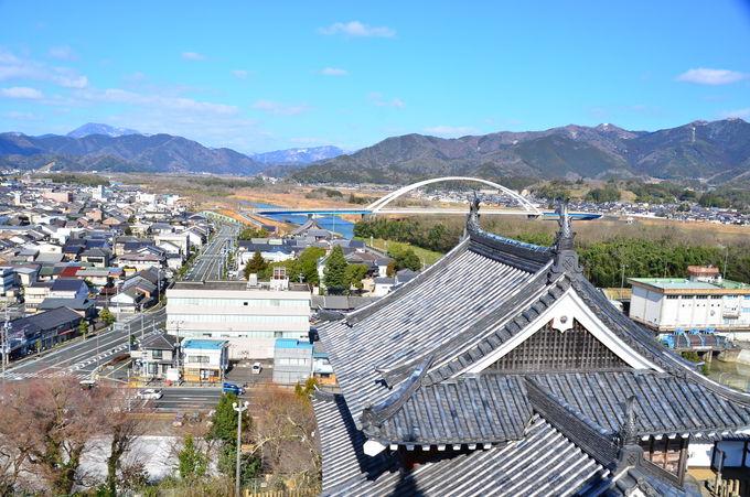 福知山城天守閣の望楼から城下を見晴らそう