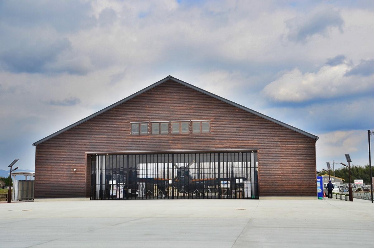 紫電改の実物大模型の展示「加西市防災備蓄倉庫」