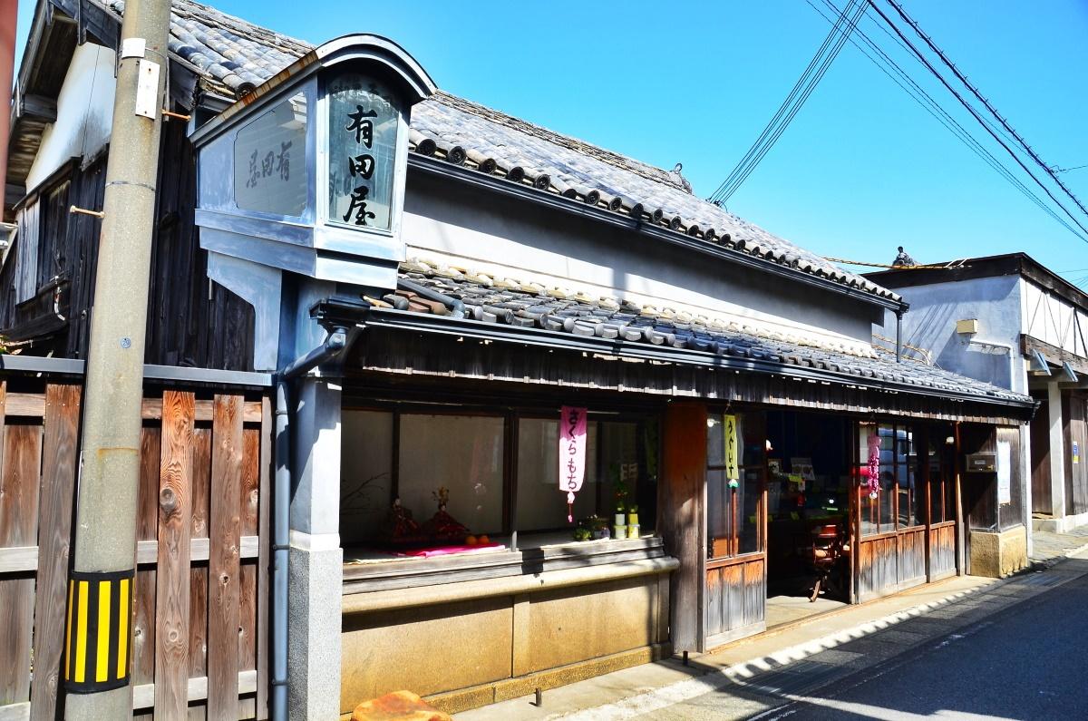 寺内町のシンボル和菓子の「有田屋」と豪商の「旧中川邸」