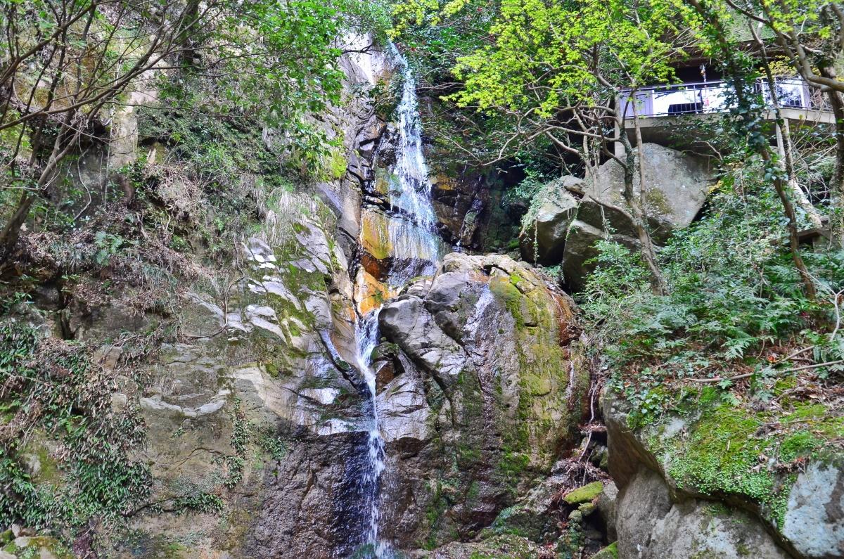 マイナスイオンあふれる「不動の滝」
