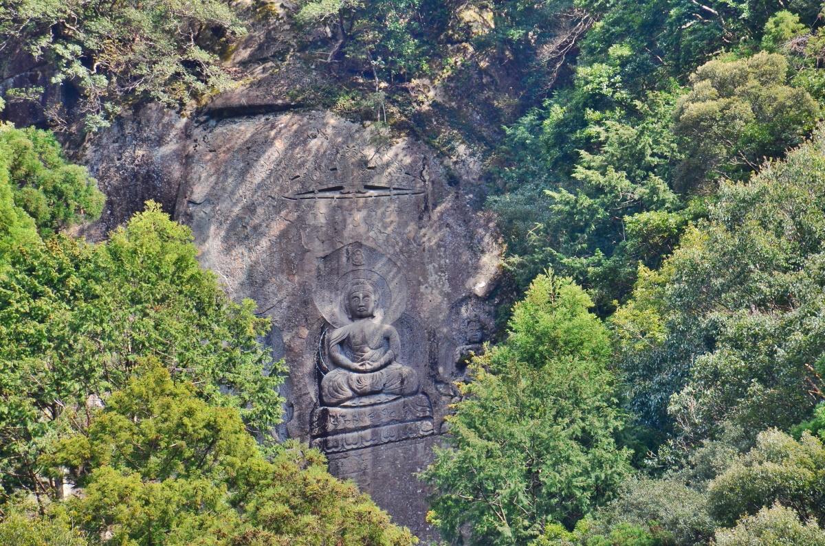 奇絶峡もうひとつのみどころ「磨崖三尊大石仏」