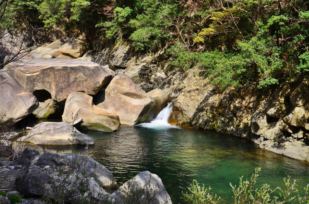 奇絶峡で語り継がれる「大人の足跡」の伝説
