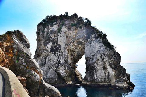"""""""日本のエーゲ海""""和歌山「白崎海岸」で青と白の世界を満喫!"""