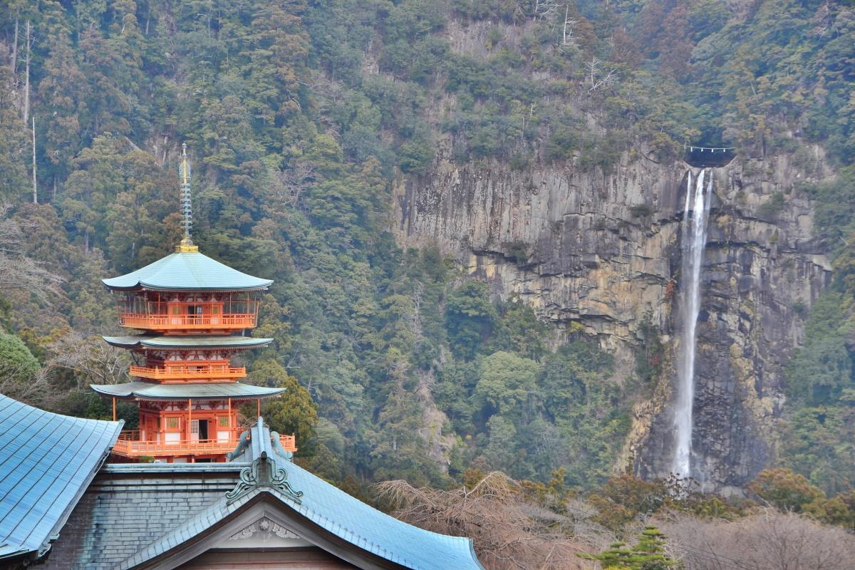 眺望も見逃せない西国三十三所第1番札所「青岸渡寺」