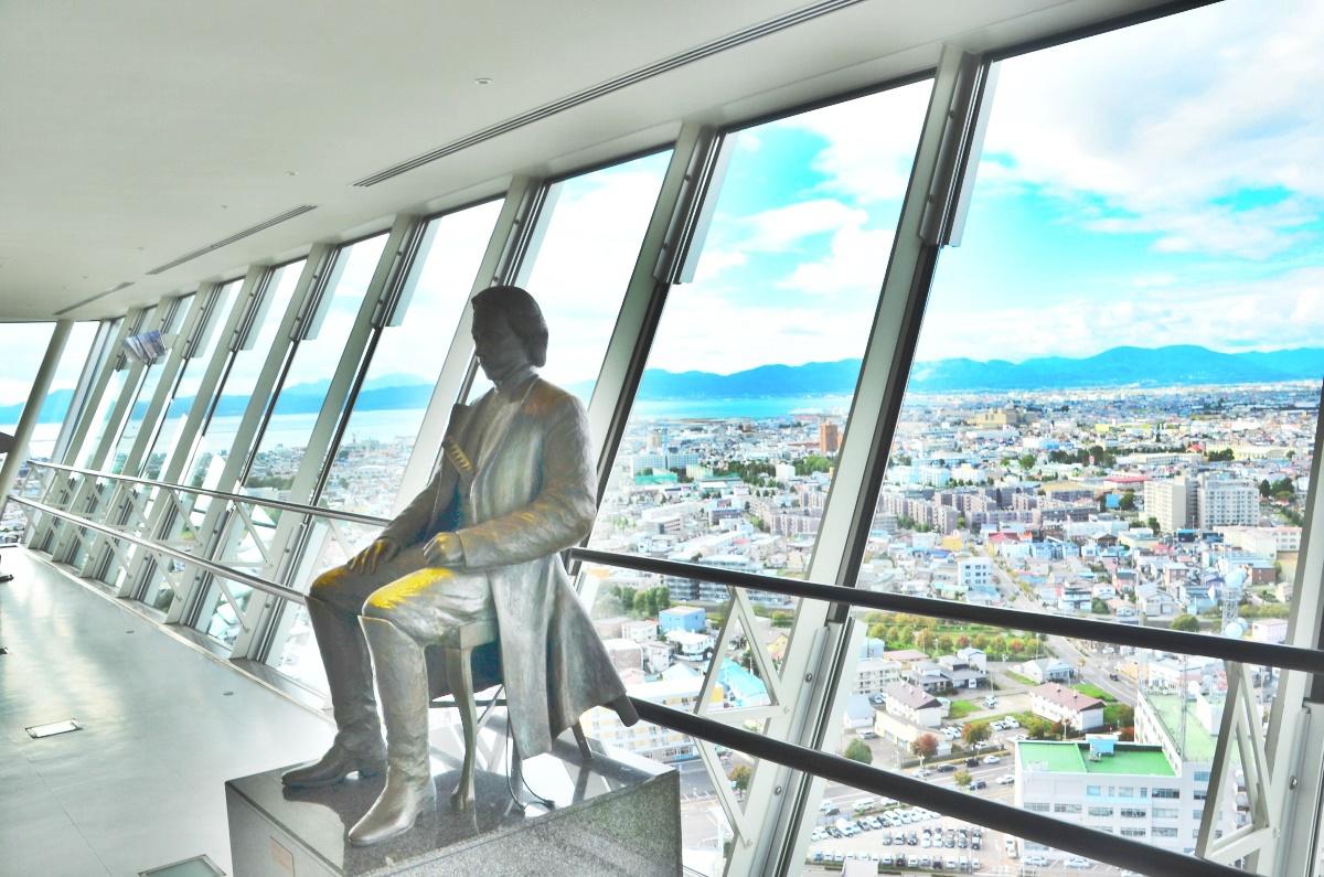 五稜郭タワーに展示されている土方歳三のブロンズ像