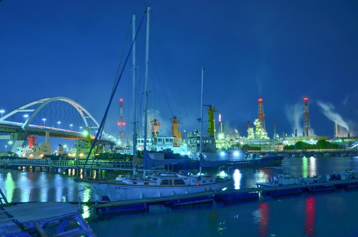 新浜寺大橋と製油所が撮影できる「石津漁港」