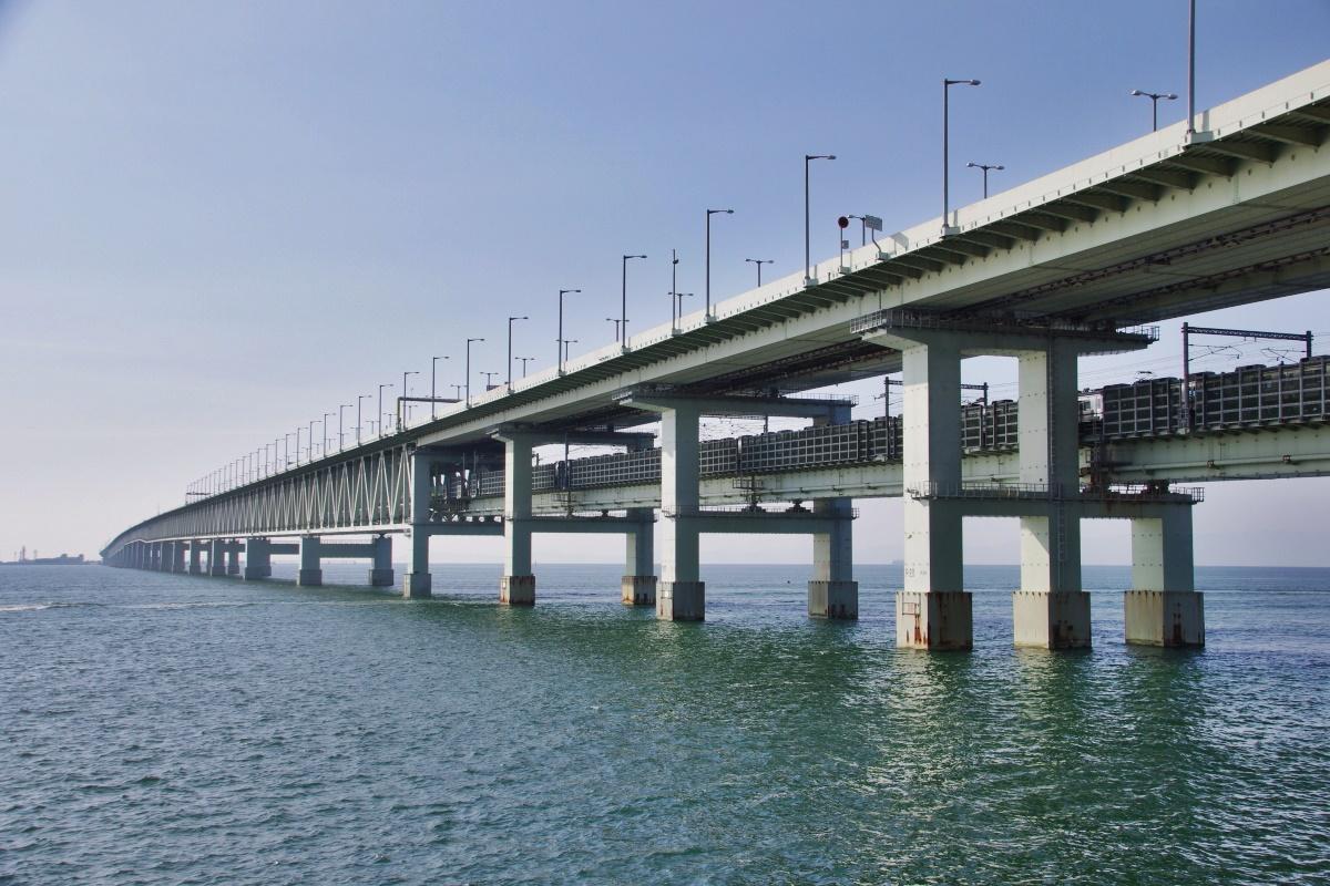 「シーサイドウォーク」で関西国際空港連絡橋の真下へ