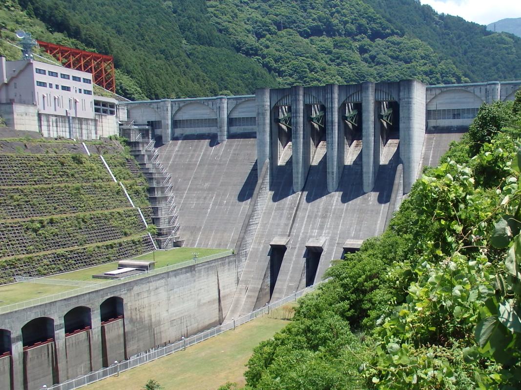 現代土木技術の粋を集めて建設された「大滝ダム」
