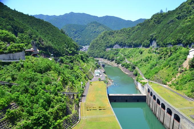「ダムの中みち」で、大滝ダムの中を歩こう