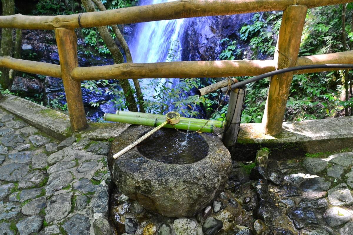 雄略天皇の伝説が伝わる「蜻蛉の滝」