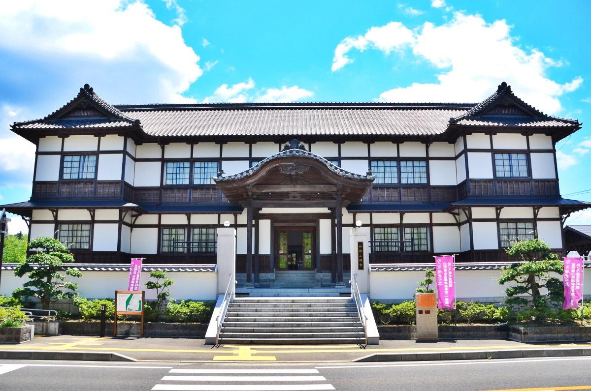 木造建築としては日本で最古の「旧和歌山県議会議事堂」とは