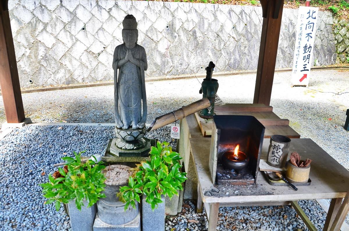 高野山で覚鑁上人の危難を救った「身代不動尊」