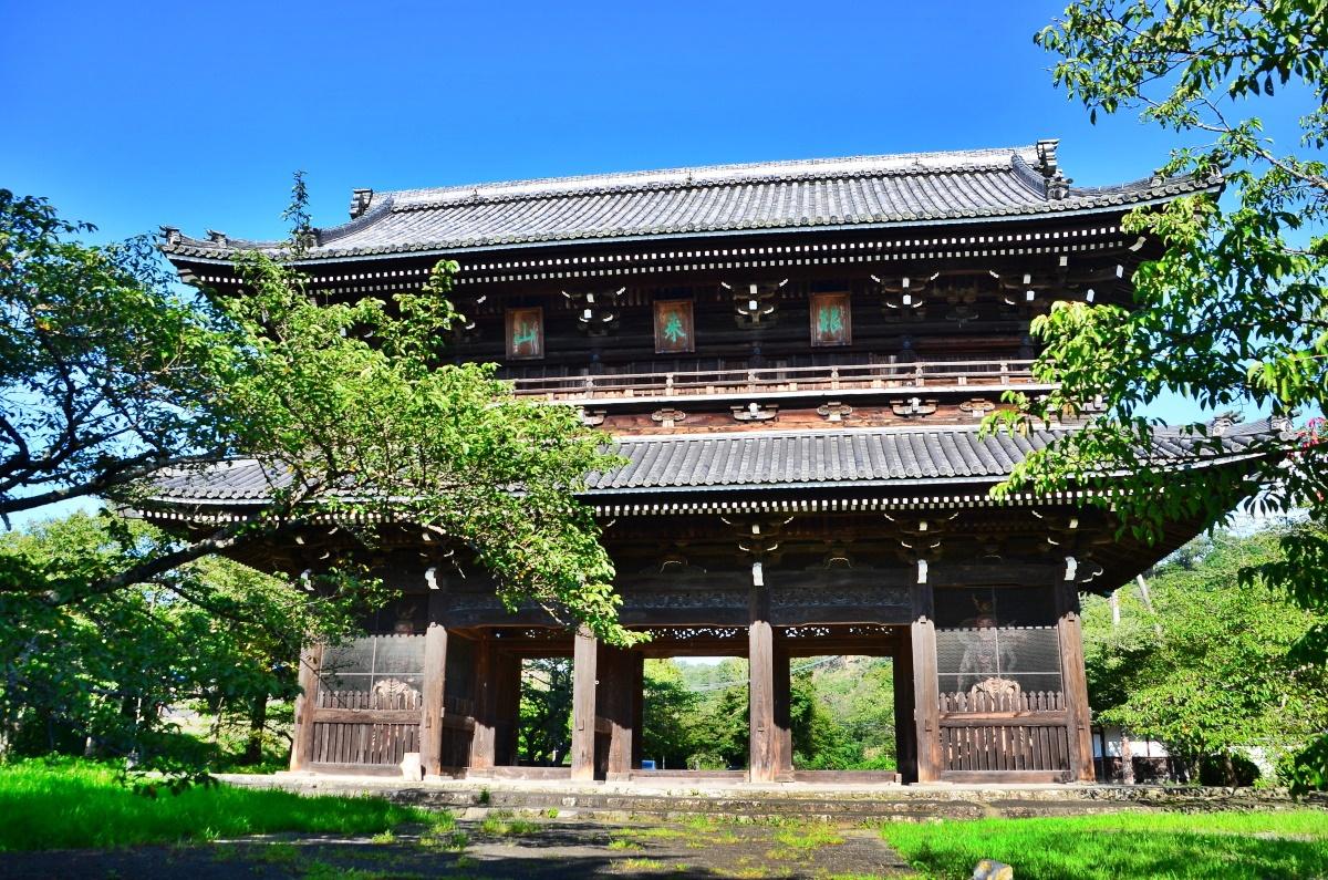 根來寺のシンボル「大伝法堂」と国宝「大塔」