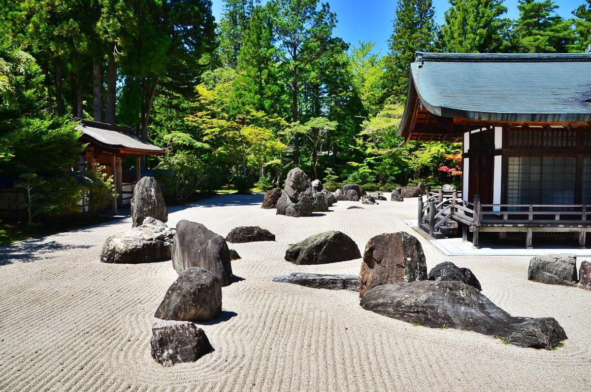 石庭としては、国内で最大級の広さを誇る「蟠龍庭」