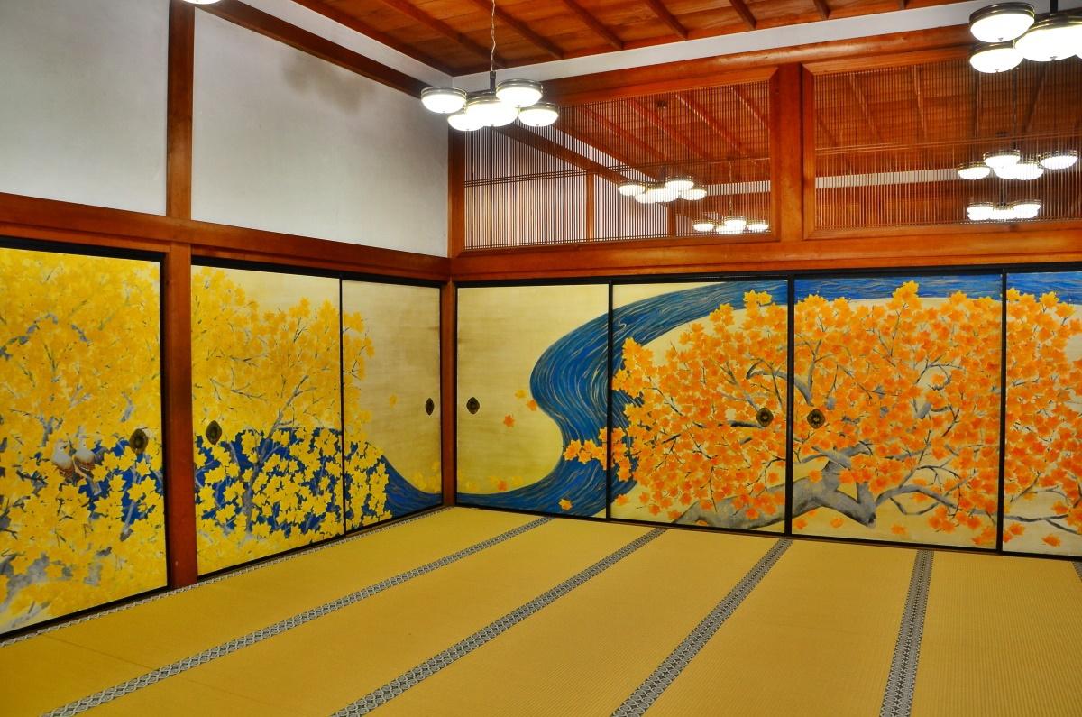 別殿で、守屋多々志画伯による高野山の襖絵を鑑賞しよう