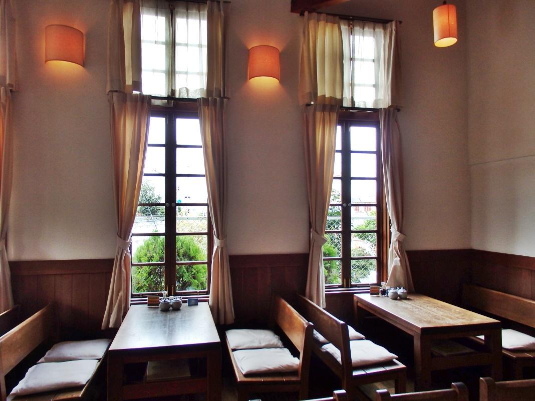 藩校のような雰囲気を持つ「明倫館」で手作りの洋風料理を