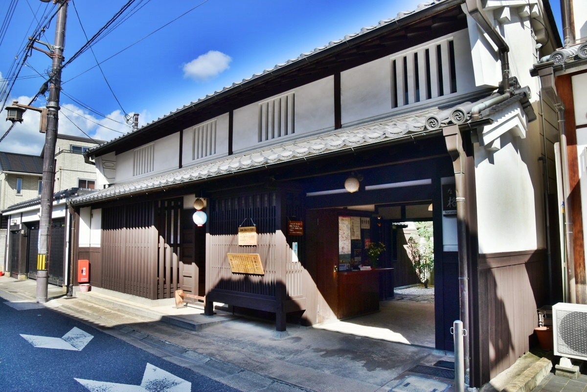 「ならまち格子の家」は、休憩所も兼ねた町家のミュージアム