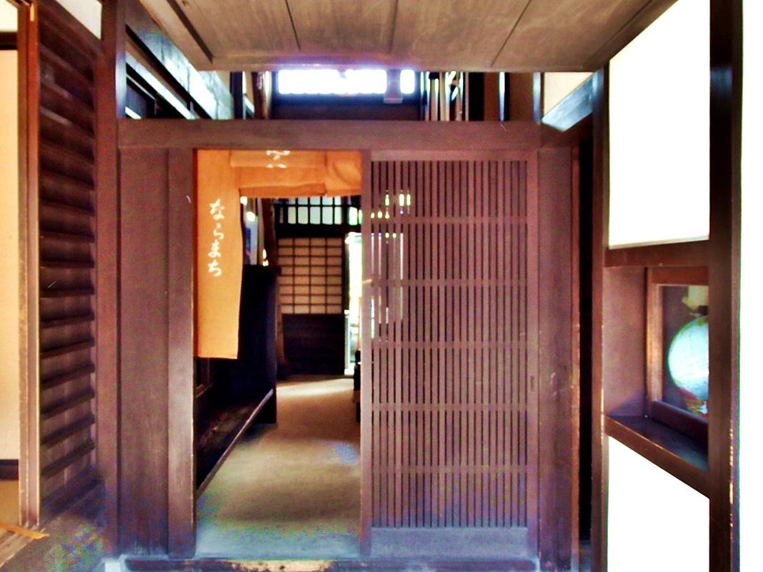 「格子」は、ならまちの町家の表構えの意匠の中心