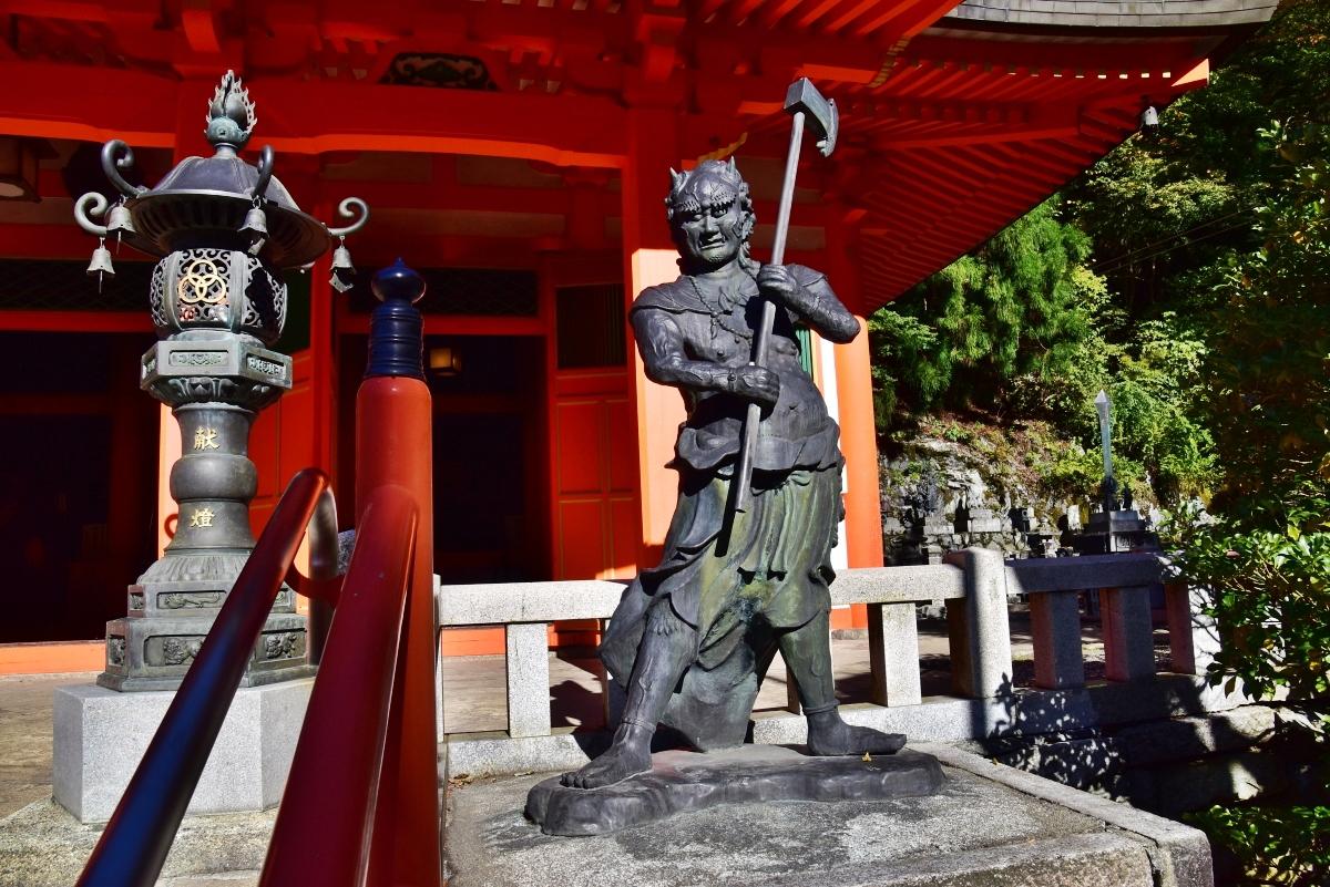 龍泉寺の本堂を守る「前鬼・後鬼」とは
