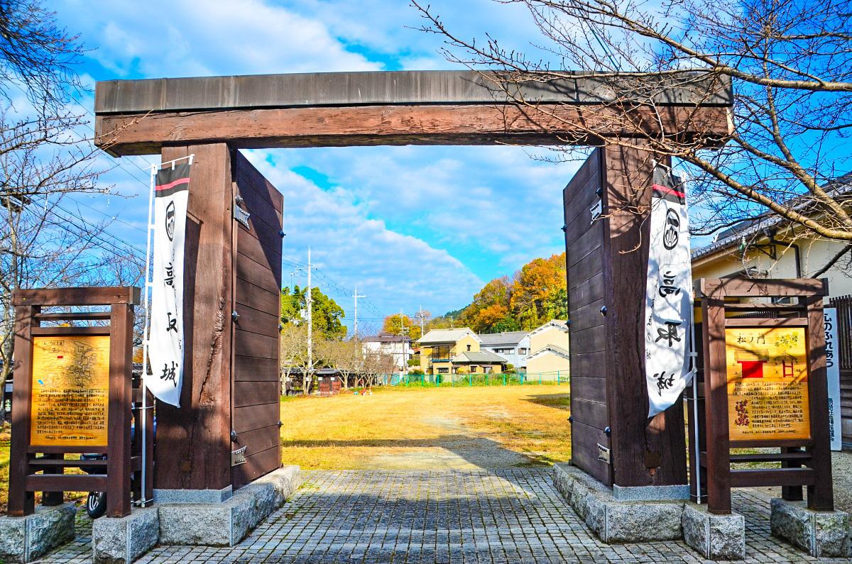 なまこ壁が美しい旧高取藩の家老屋敷「植村家長屋門」