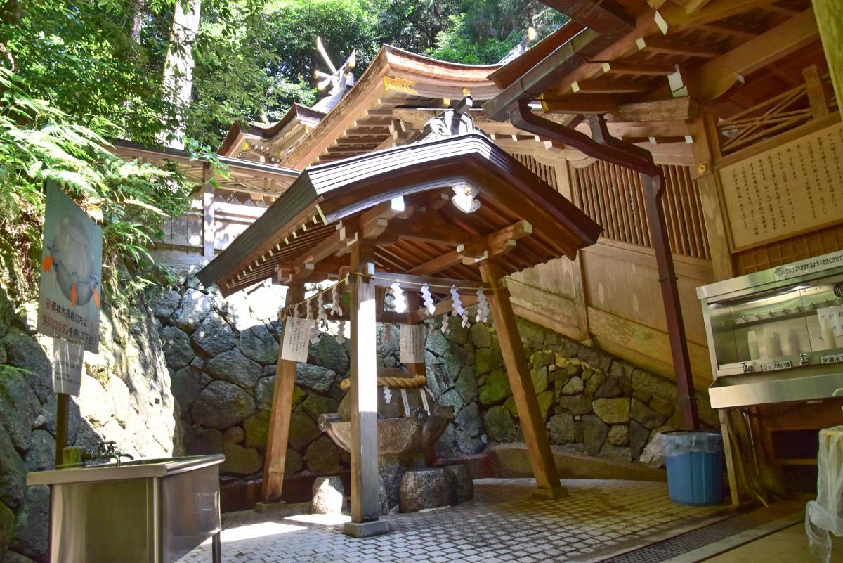 霊験あらたかな御神水が湧く病気平癒の神「狭井神社」