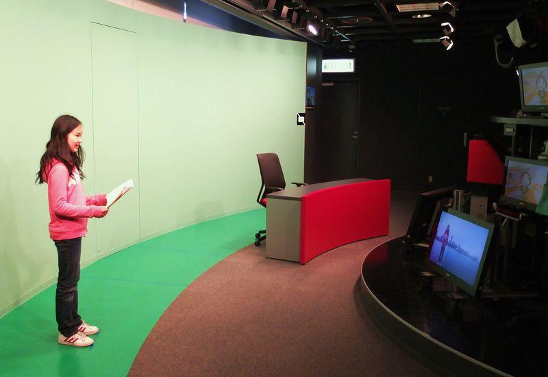 憧れのアナウンサー体験!無料視聴も楽しい、駅直結「放送ライブラリー」